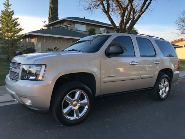 Photo 08 Chevy Tahoe LTZ - $12500