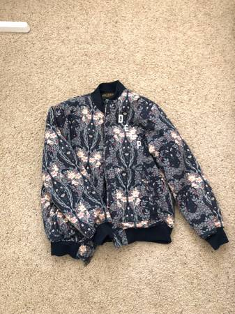 Photo 10 Deep Bomber Jacket - Mens Large - $22 (Fresno)