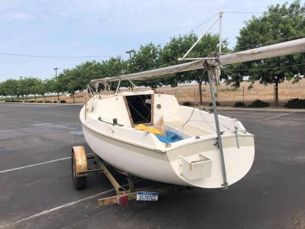 Photo 1969 Cal 21 Recreational Saleboat - $3,950 (Madera (Granada and Cleveland))