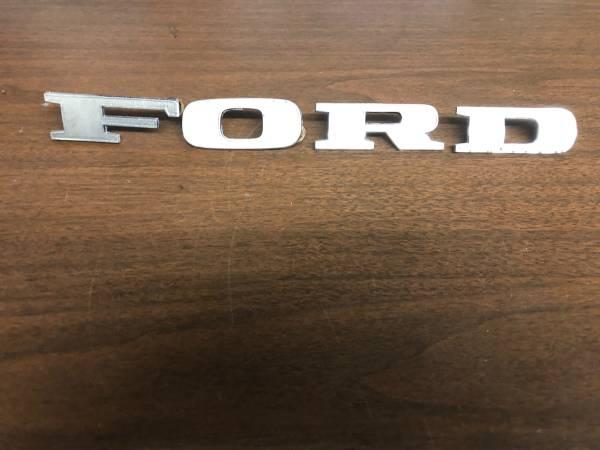 Photo 1970-1971-1972 Ford F100 F250 F350 Truck Factory Hood Emblem Letters - $55 (Fresno CA)