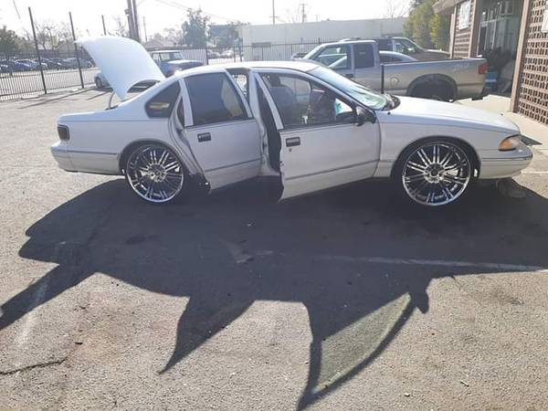 Photo 1995 Chevy Caprice Classic on 2439 inch Rims - $3500 (Clovis Ca)
