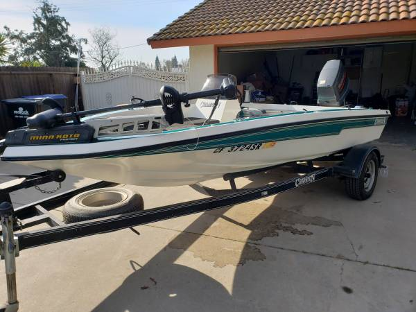 Photo 1996 SC chion Bass Boat Super Clean - $6800 (Madera Ca)