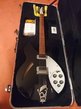 Photo 2011 Rickenbacker 3306 Guitar - $1,750 (Fresno)