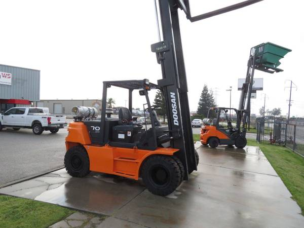 Photo 2020 Doosan Forklift Two Stage (Fresno)