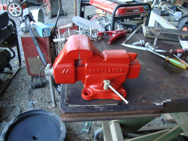 Photo 3 12quot CRAFTSMAN BENCH VISE - $60 (MADERA)