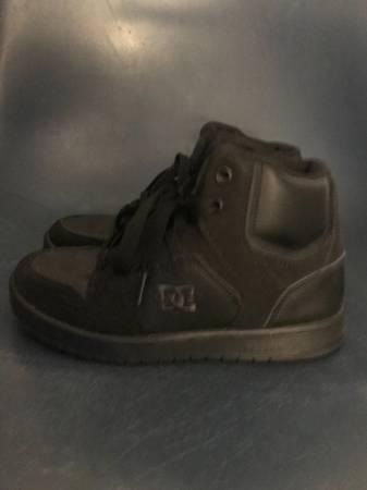 Photo Boys DC shoes size 3 - $10 (Fresno, CA)