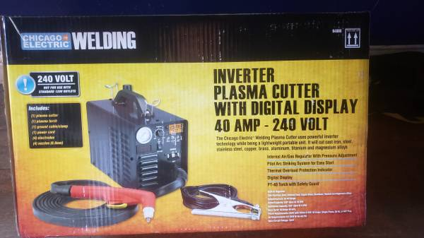 Photo CHICAGO ELECTRIC 240 Volt Inverter Plasma Cutter With Digital Display - $475 (FRESNO)