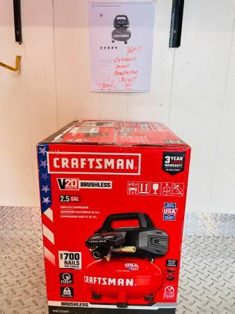 Photo CRAFTSMAN V20 2.5-Gallon Single Stage Portable Cordless Compressor - $195 (Fresno)