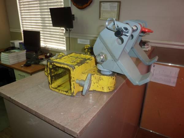 Photo Chevron Century Vulcan heavy and medium duty tow truck fork adaptors - $700 (Fresno)