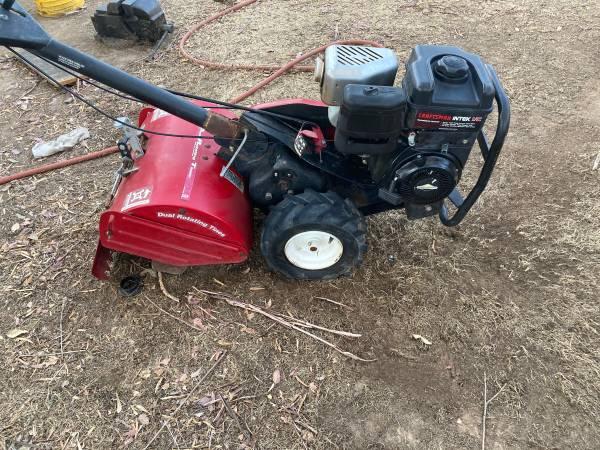 Photo Craftsman Rototiller 7 hp 17 inch cut - $500 (Fresno)