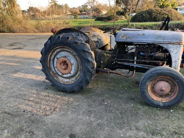 Photo Ford 9n tractor - $1000