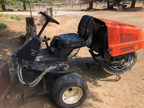 Photo Jacobsen diesel riding mower - $1200