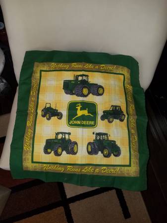 Photo John Deere tractor table cloth for sale (Fresno)