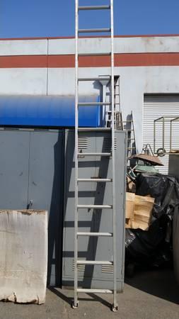 Photo Ladder, Werner 16 ft aluminum extension 300 lb rating - $145 (Fresno)