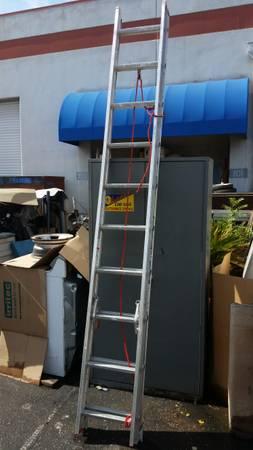 Photo Ladder, Werner 20 ft aluminum extension, 200 lb rating - $115 (Fresno)