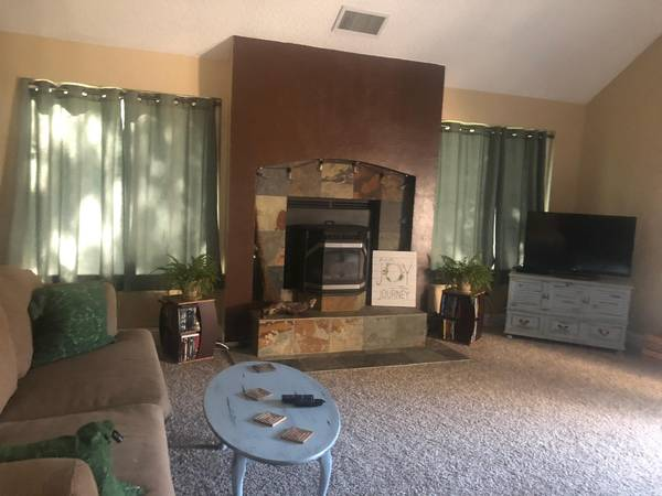 Photo Looking for female roommate (Clovis)