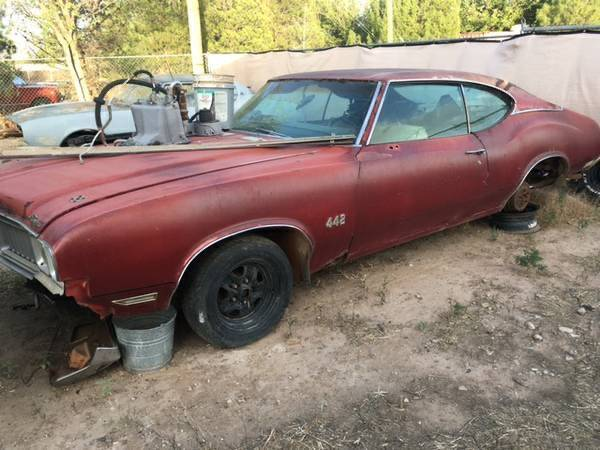 Photo Looking to buy a 1968-1972 Oldsmobile Cutlass or 442 - $20,000 (Fresno)