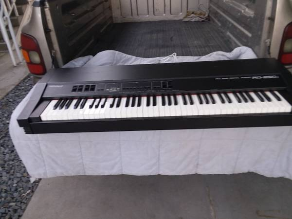 Photo Lowered Price, Roland digital piano RD 250s, some keys will not sound - $50 (Clovis)