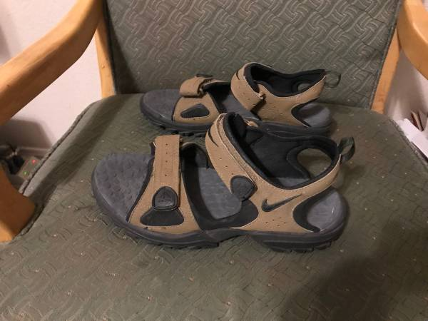Photo Nike womens sandals - $30 (Clovis)
