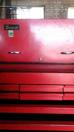 Photo OLDER SNAP-ON ROLL AWAY TOOL BOX TOP BOX IS ROAD BOX - $800 (FRESNO)
