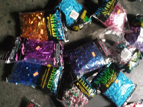 Party supplies and decorations - $1 (Fresno)