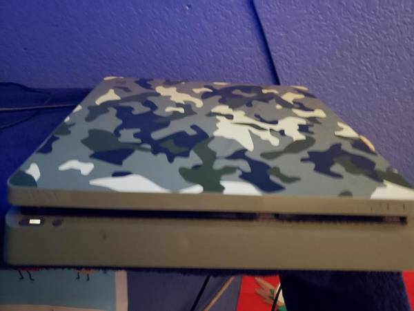 Photo Ps4 call of duty ww2 edition 1 terabyte plus 8 disc games - $500 (Fresno)