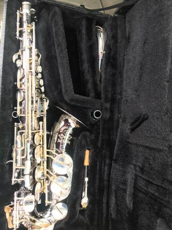 Photo Saxophone pro cannonball big bell like new alto sax - $1,100 (Fresno)