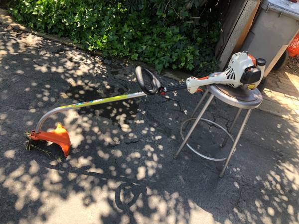 Photo Stihl weed eater - $100 (Fresno)