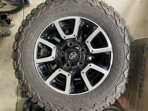 Photo Toyota Tundra TRD wheels - $750 (Fresno)