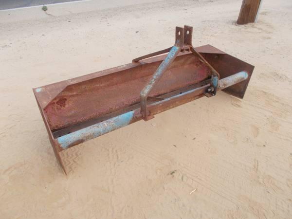 Photo Tractor 3 point box scraper (639 wide model) - $350 (south fresno county)
