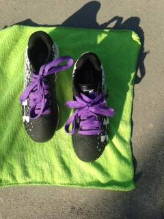 Photo Under Armour Cleats Black and White size 1 Y - $25 (Fresno)