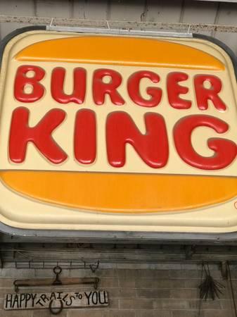 Photo VINTAGE LARGE BURGER KING SIGN HUGE MAN CAVE GARAGE SHOP WALL HANG - $900 (FRESNO)