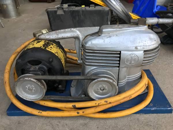 Photo Vintage Air Compressor - $100 (Fresno)