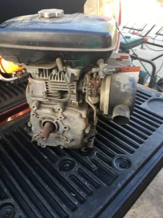Photo Wisconsin robin engine - $150 (Clovis)