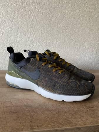 Photo Womens Nike Air Max Siren (Size 8.5) - $45 (Fresno)