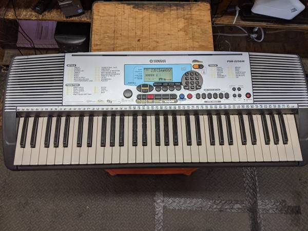 Photo Yamaha PSR-225GM 61 Key Electric Piano - $149 (fresno)