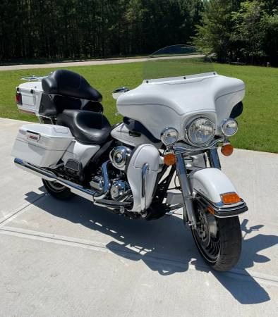 Photo 2013 Harley Davidson Electra Glide Ultra Classic - $14,500 (Flowery Branch,GA)