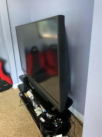 Photo 74in Mitsubishi TV - $300