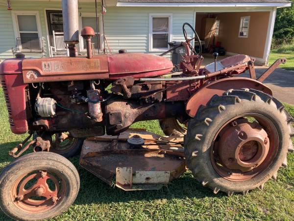 Photo Farmall Super A - $1,700 (Lineville)