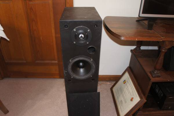 Photo Hand Built 2 way speakers High quality Vifa components aluminum dome - $115 (Kennesaw)