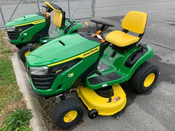 Photo John Deere S110 Lawn Mower - $1,899 (Centre)