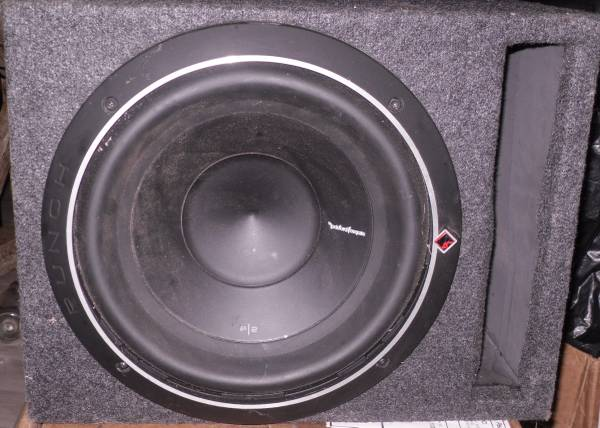 Photo Rockford Fosgate Punch P2D4-10 10quot Subwoofer in Vented Enclosure - $125 (East AtlantaDecatur)