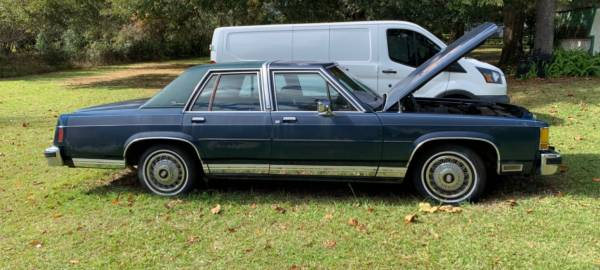 Photo 1986 Blue Ford LTD Crown Victoria Lx 4 Door Beauty - $1,850 (Alachua)