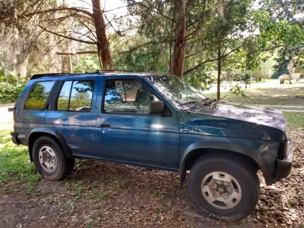 Photo 1995 Nissan Pathfinder - $2,000 (Ne gainesville)