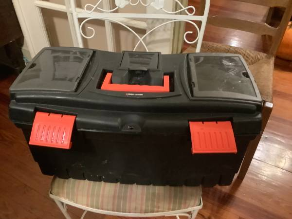 Photo Black and Decker Toolbox  Like New - $20 (McIntosh)