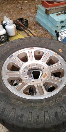 Photo FORD F250 18quot RIMS WITH MUD TIRES - $300 (FT WHITE)