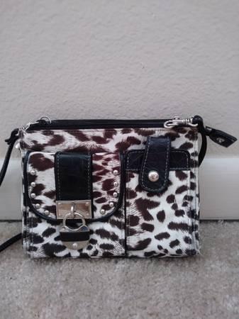 Photo Kathy Van Zeeland designer crossbody bagpurse - $30 (Alachua)