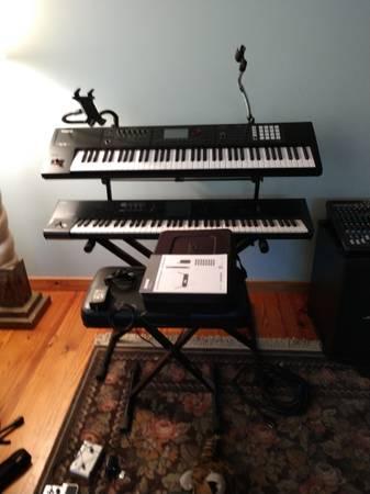 Photo Korg M-50 73 key workstation - $400 (Hawthorne)