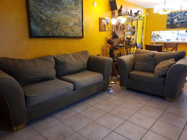 Photo Large foam and wood olive green couch and love seat - $190 (Gainesville)