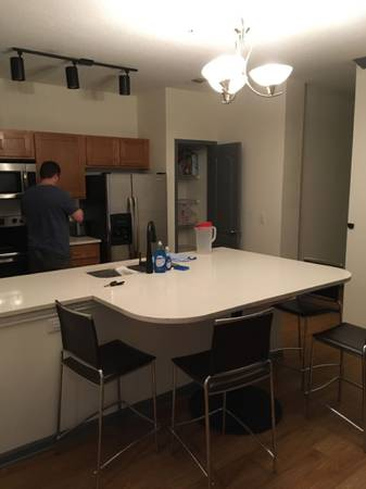 Photo Looking for female roommate (Gainesville)